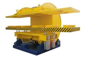 Turnover machinery for tilting wood boards and panels